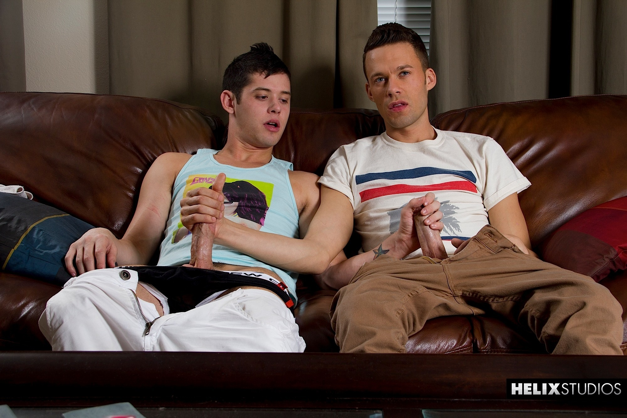 Helix-Chase-Young-and-Levi-Madison-huge-cock-twinks-fucking-01 Chase Young & Levi Madison: Huge Cock Twinks First Fuck In The Ass