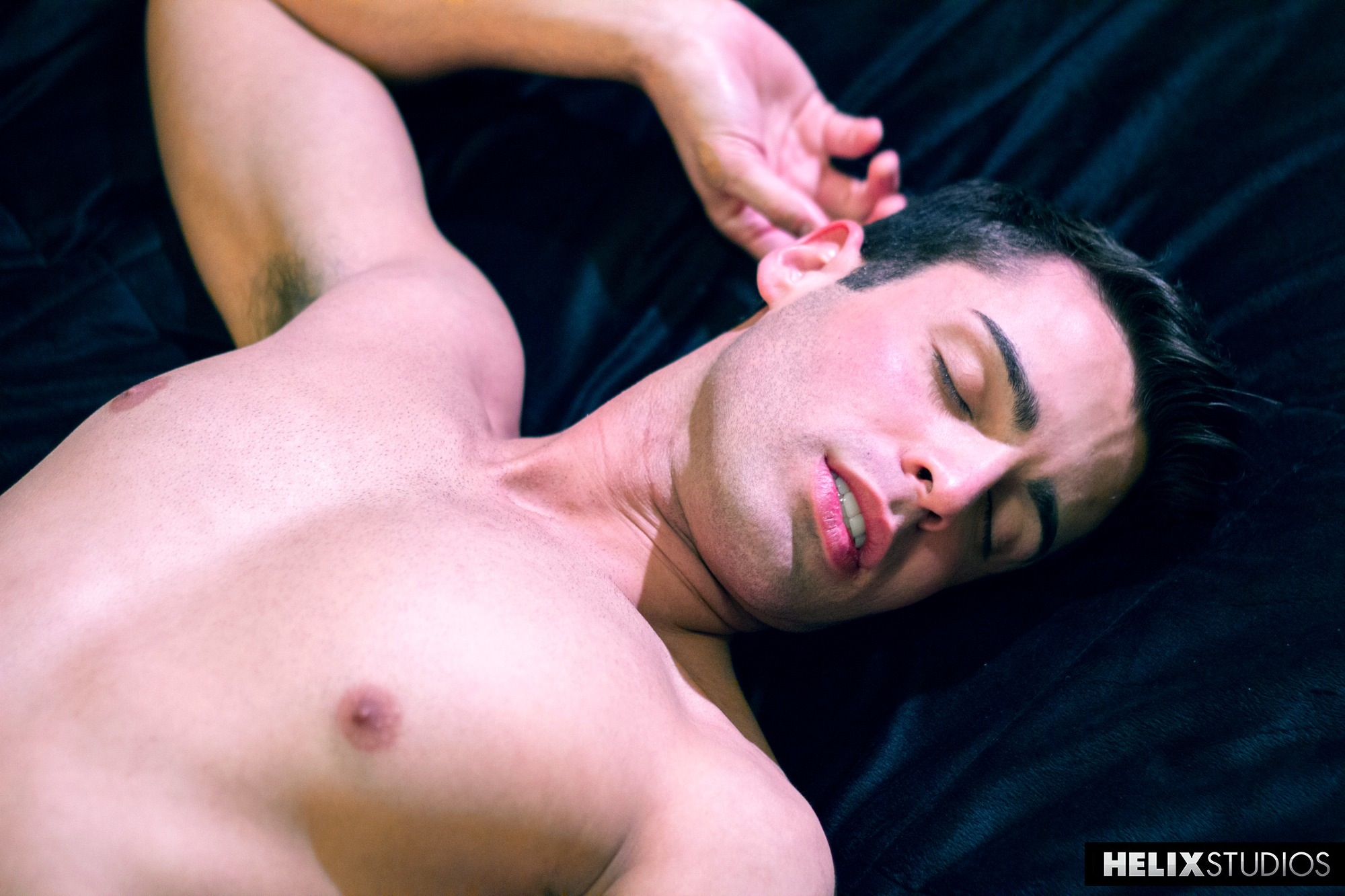 Hot gay aiden summers gives up on being 1