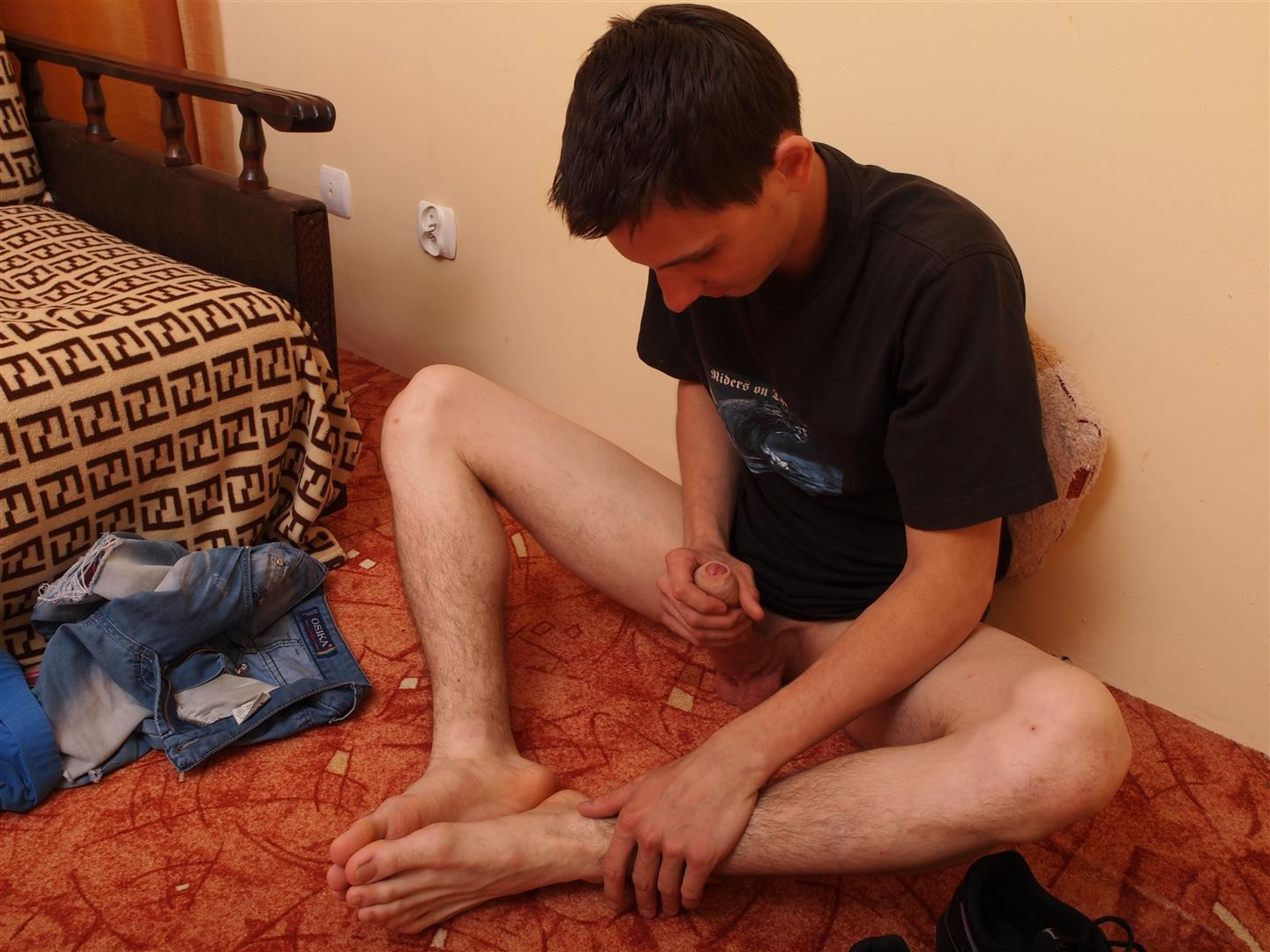 Toe-Sucking-Guys-Eryk-Twink-Playing-With-His-Feet-and-Big-Uncut-Cock-Amateur-Gay-Porn-14 Twink Uses His Shoes and Socks To Jerk His Thick Uncut Cock