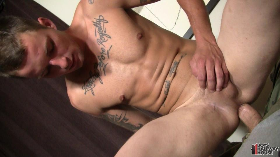 Boys-Halfway-House-Jayden-Dire-Twink-Getting-Barebacked-Amateur-Gay-Porn-21 Young Man Just Out Of Prison Takes It Raw Up The Ass To Survive